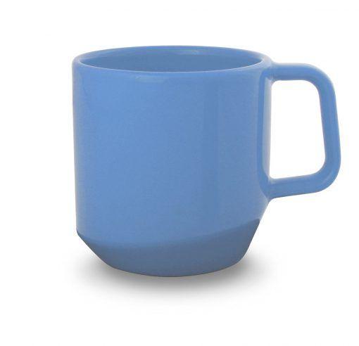 mėlynas keramikinis puodelis