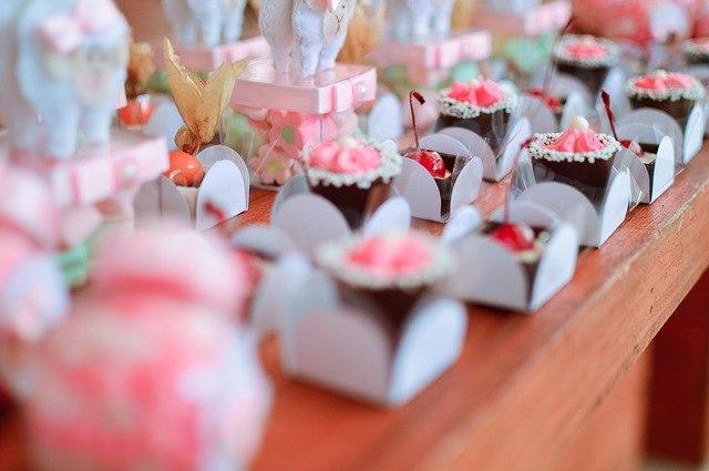 reklaminiai saldainiai, saldumynai, saldainiai dėžutėse